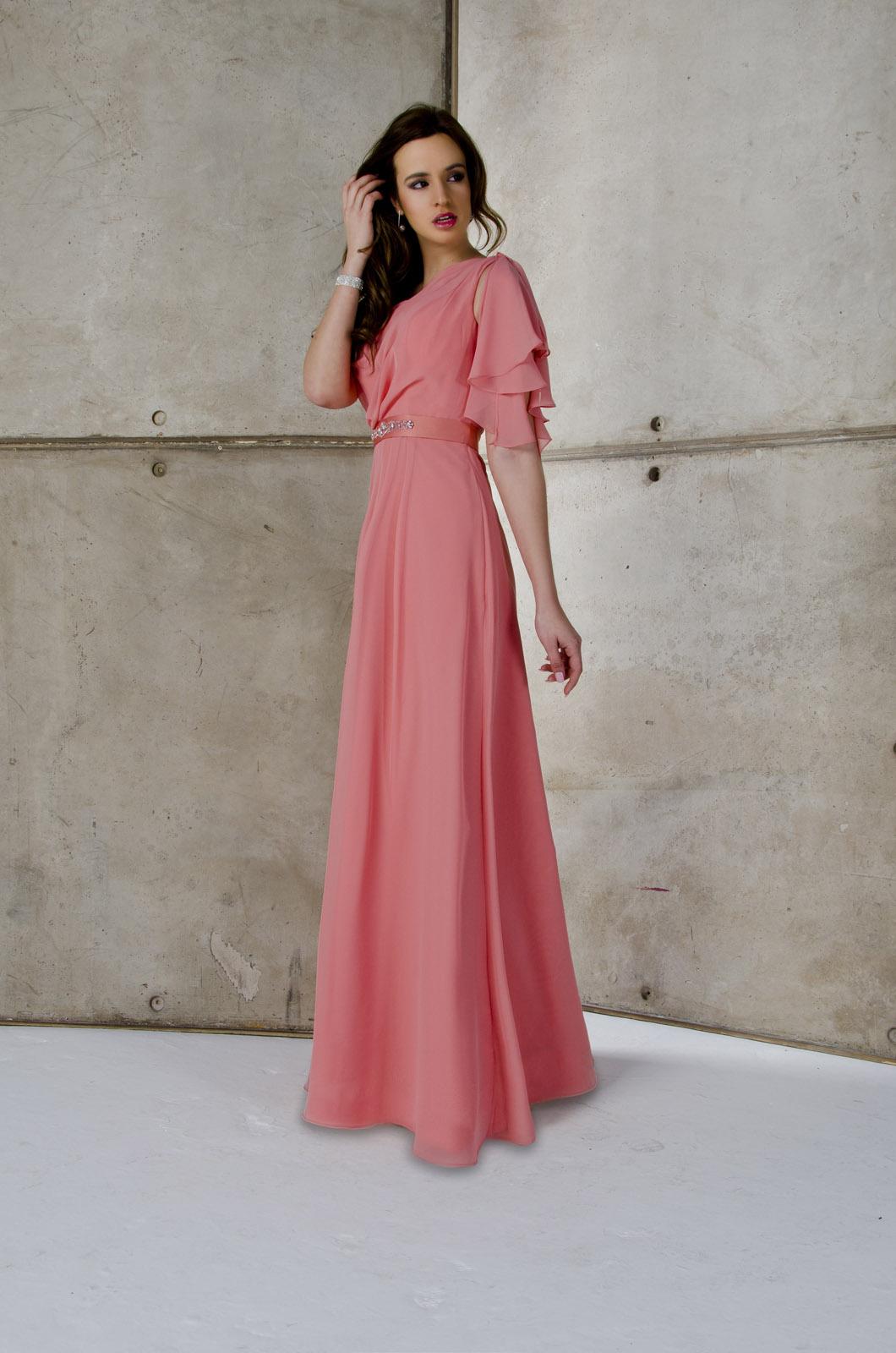 Moderno Vestido De Fiesta Por Sus Siglas En Curvas Embellecimiento ...